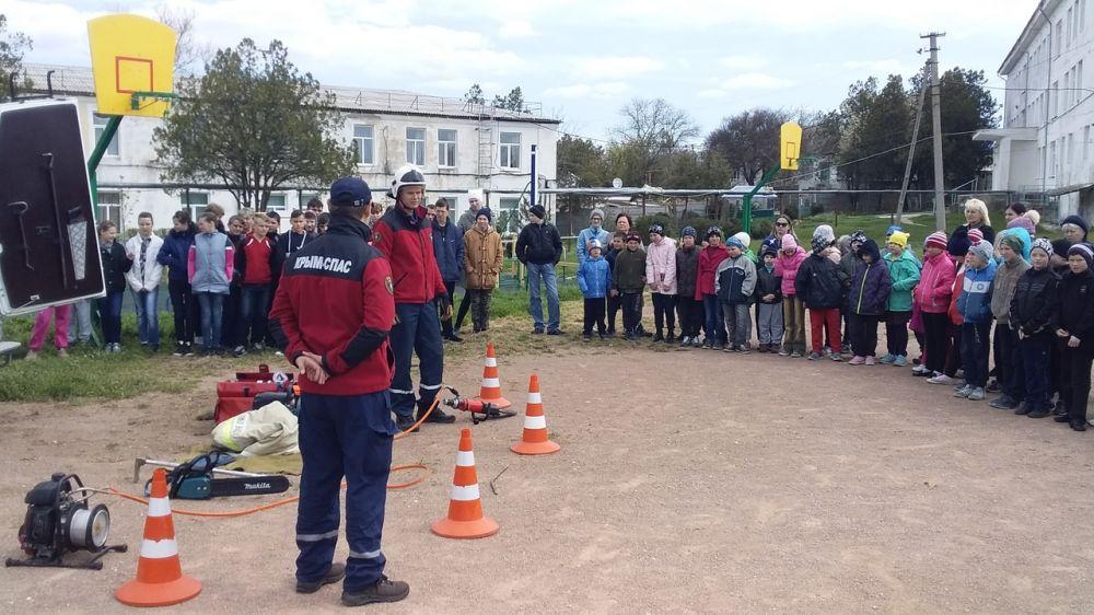 Сергей Шахов: Крымские спасатели продолжают проводить уроки безопасности в учебных учреждениях полуострова