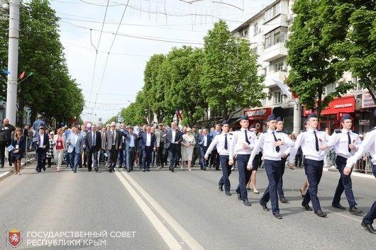В День Международной солидарности трудящихся в крымской столице прошла масштабная праздничная демонстрация