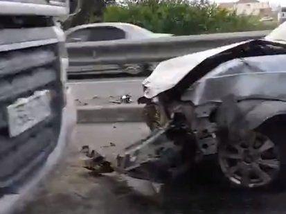 В Симферополе в ДТП попали три легковушки и грузовик