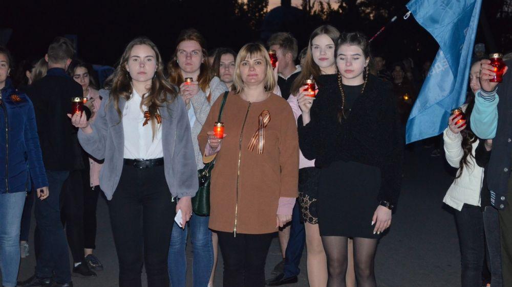 Жители Армянска приняли участие во Всероссийской акции «Свеча памяти».