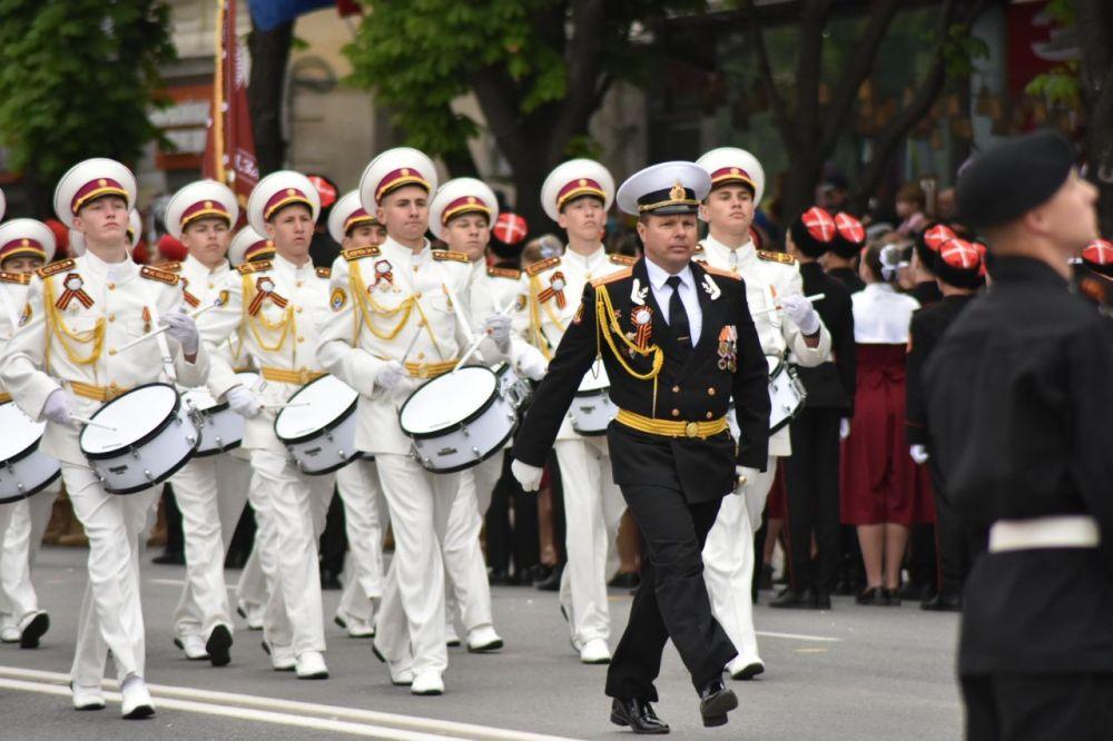 Юные казаки и казачки приняли участие в Параде Победы в столице Крыма