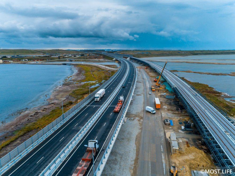 После ввода Крымского моста в эксплуатацию среднемесячная интенсивность грузоперевозок увеличилась почти в 2,5 раза, — Аксёнов