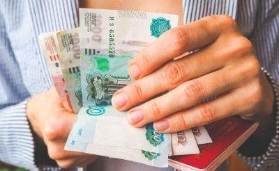 Жена крымского министра заработала больше, чем весь Совмин