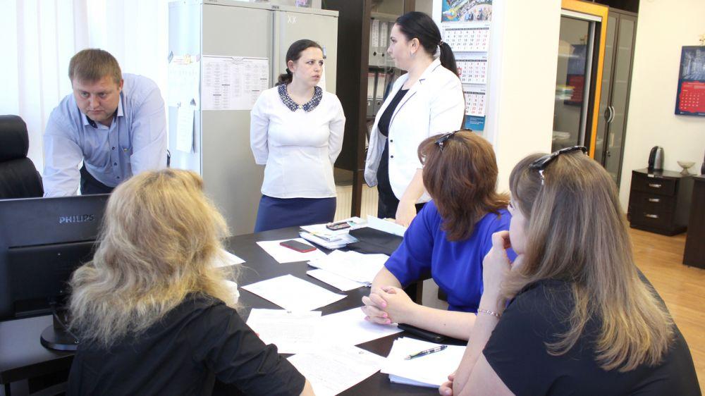 Госкомрегистр оказывает содействие управлению Пенсионного фонда РФ в Симферополе в оформлении земельного участка под зданием организации — Валентина Кирлица