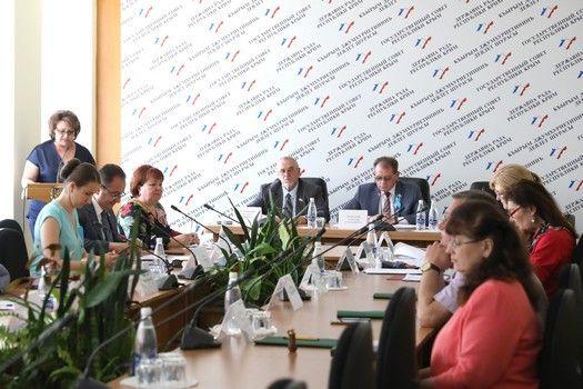 Реализацию национального проекта «Демография» в республике обсудили на заседании профильного парламентского Комитета