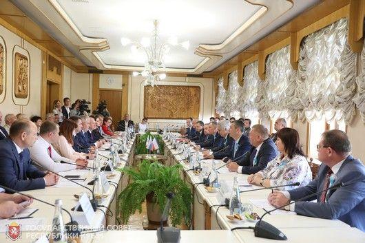 Владимир Константинов встретился с коллегами из Заксобрания Ленинградской области
