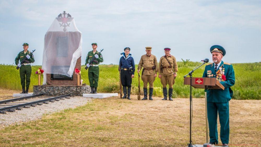 В Аджимушкае открыли памятный знак героям железнодорожного батальона