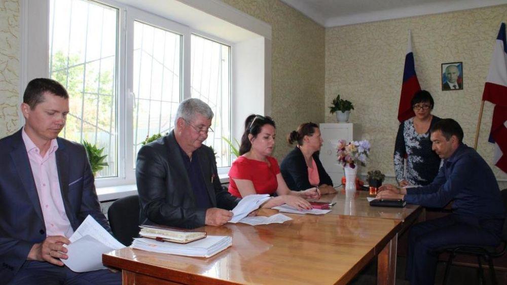 Администрация Сакского района провела выездное аппаратное совещание с администрацией, депутатским корпусом и жителями села Вересаево