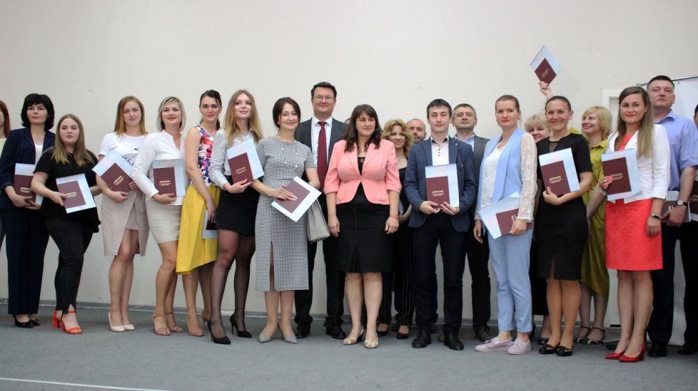 Руководство Госкомрегистра получило дипломы в рамках программы профессиональной подготовки «Современные подходы к управлению регионом»