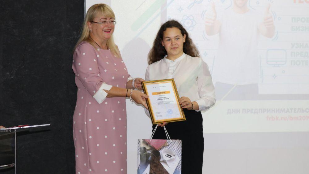 12 крымских школьников и студентов стали победителями по результатам финансового диктанта – Ирина Кивико