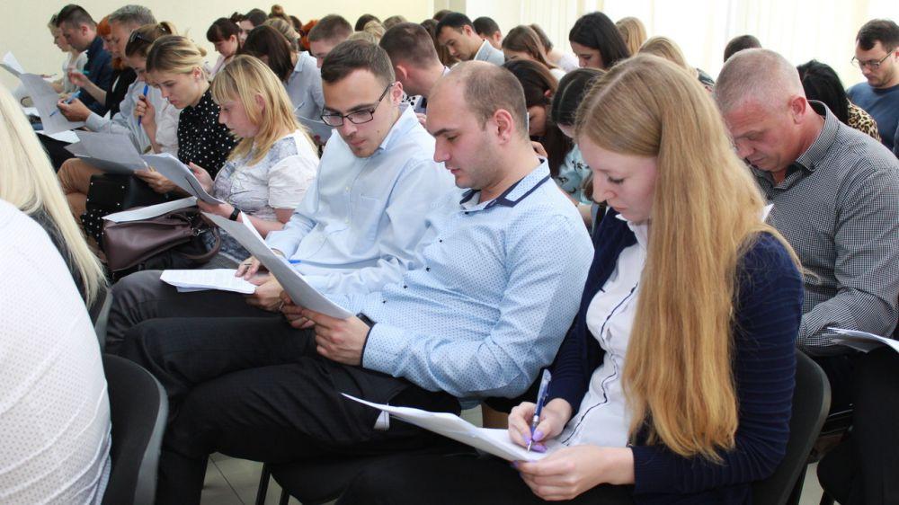 138 государственных гражданских служащих Госкомрегистра успешно прошли проверку своего квалификационного уровня — Александр Спиридонов