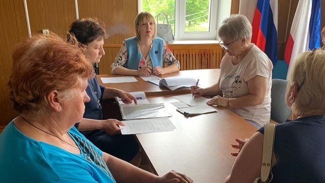 Инна Федоренко провела выездное совещание в администрации Луганского сельского поселения