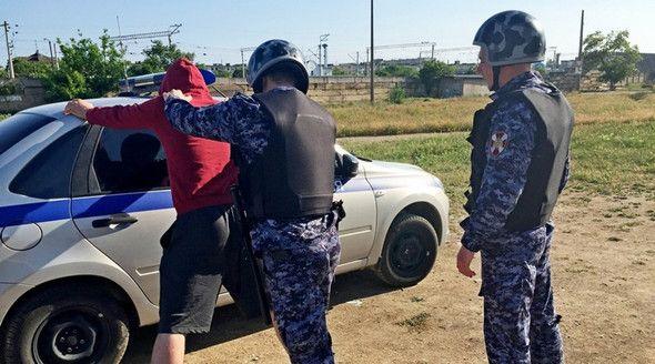Житель Евпатории ранил из пистолета своего знакомого
