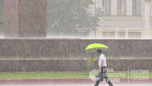 День на непогоду: Крым охватят ливни, грозы и шквал
