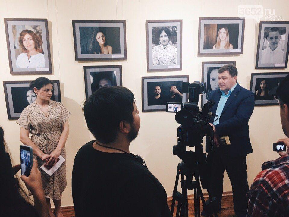 В Симферополе работает фотовыставка о людях смешанных национальностей