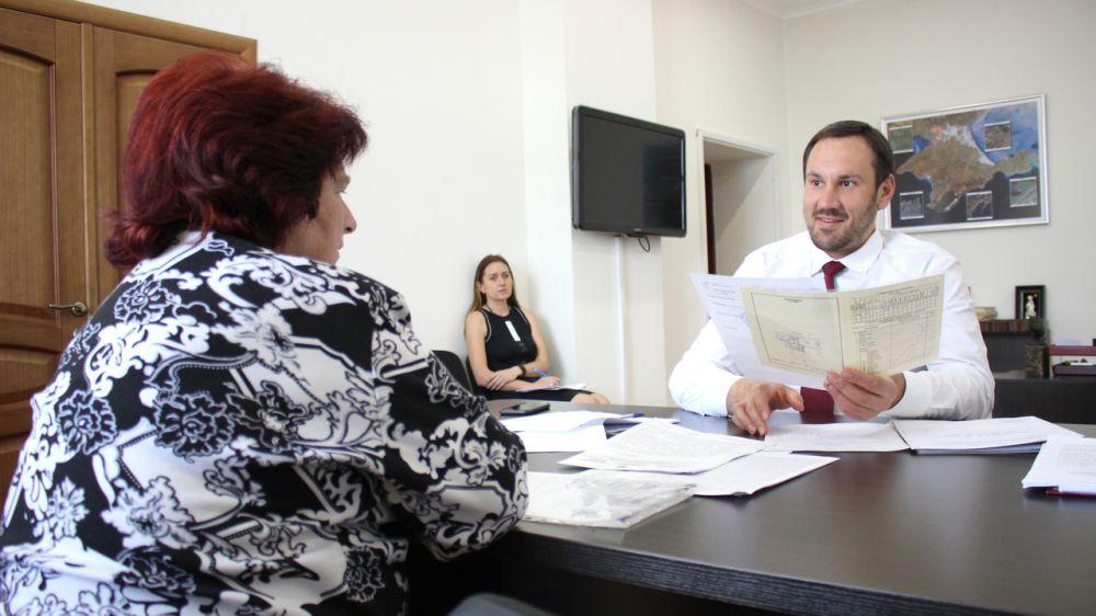 Председатель Госкомрегистра Александр Спиридонов провел личный прием граждан