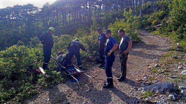 Спасатели оказали помощь упавшему с велосипеда туристу