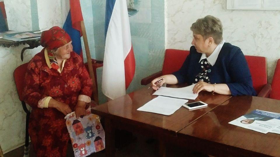 Елена Меленевская провела выездной прием жителей Островского сельского поселения