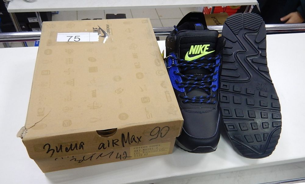 В Керчи торговали контрафактными кроссовками, маркированными известными товарными знаками