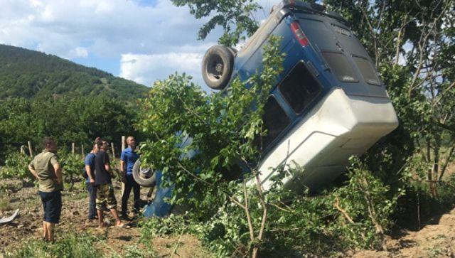 """""""Сальто"""" на горной дороге: в Судаке в кювет опрокинулся микроавтобус"""
