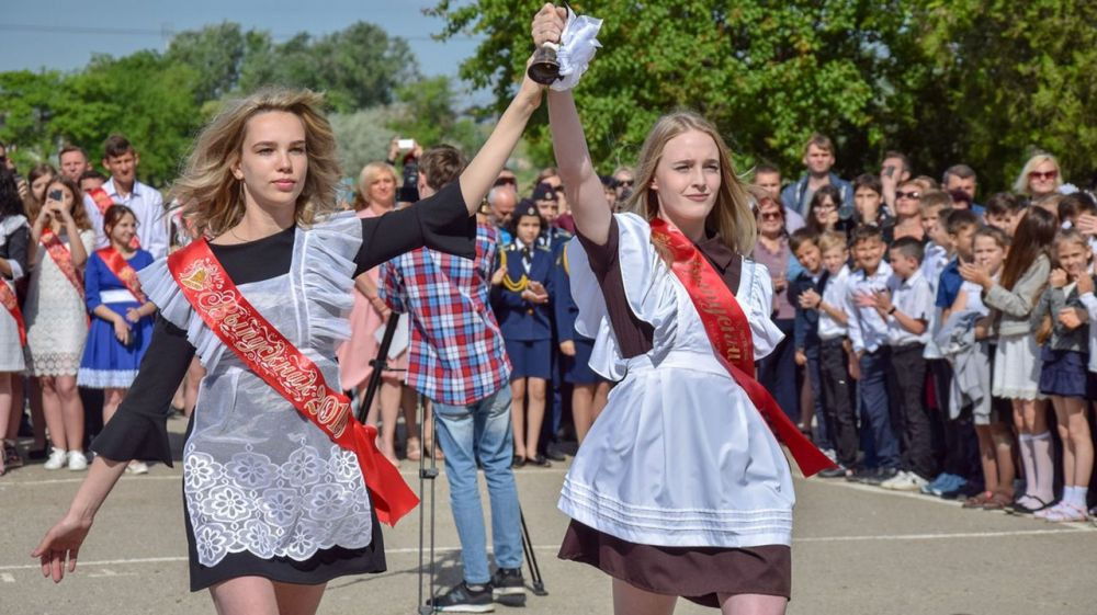 Алла Пашкунова приняла участие в празднике последнего звонка в МБОУ №16 города Евпатория