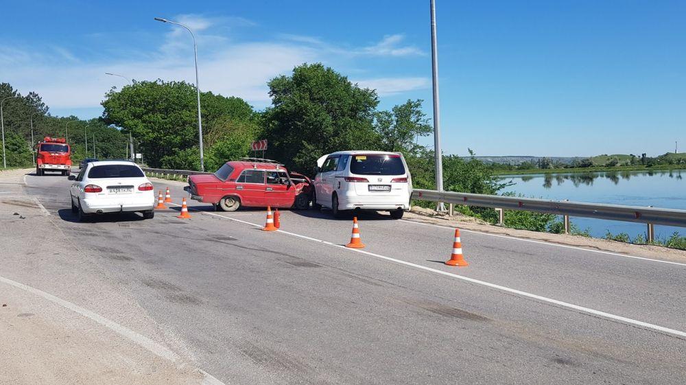 Специалисты МЧС Республики Крым оказали помощь в ликвидации последствий ДТП на автодороге «Симферополь - Грушевка»