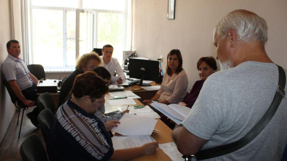 Заместитель Главы Администрации Ленинского района Денис Пятниченко провел рабочее совещание с представителями общественности и жителями города Щелкино