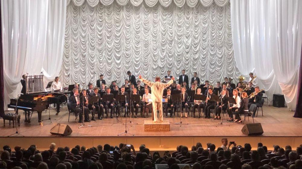 Арина Новосельская посетила отчетный концерт духового оркестра Симферопольского музыкального училища
