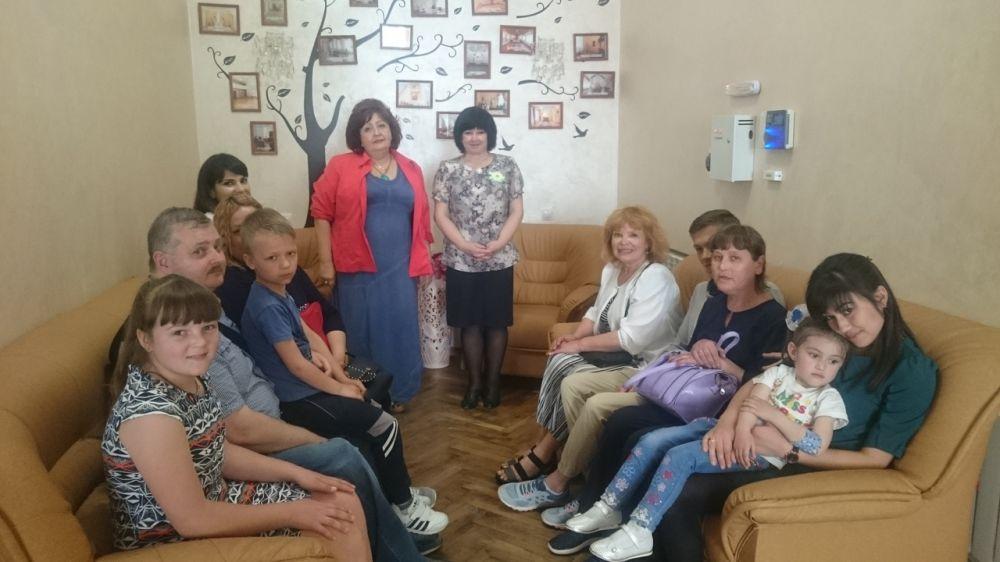 Департамент ЗАГС Минюста Крыма провел ряд лекции в рамках работы по популяризации семейных ценностей среди населения