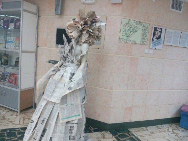 В Симферополе показали платья из газет и целлофана