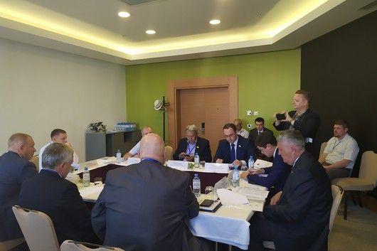 Комитет ЮРПА по законодательству поддержал обращение Государственного Совета Республики Крым в Госдуму РФ о продлении срока лицензирования деятельности медицинских организаций до 1 января 2021 года