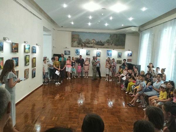 Выставка детских художественных работ открылась в Евпаторийском краеведческом музее
