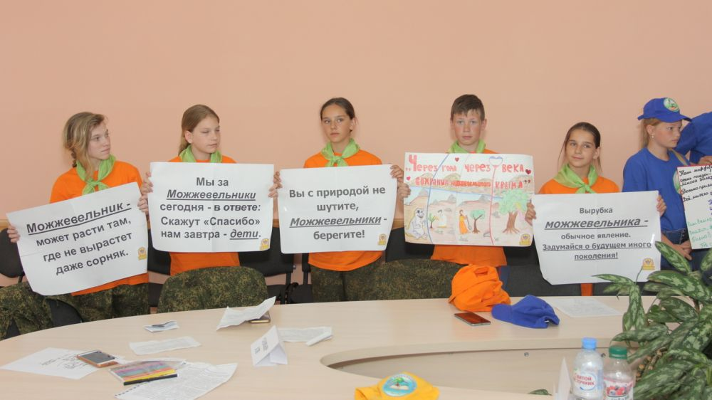 В рамках бессрочной экологической акции «Сохраним можжевельники Крыма!» для членов школьных лесничеств состоялся практический семинар