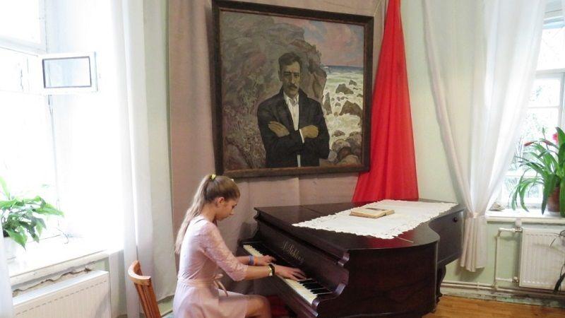 При поддержке Минкульта РК открылась художественно-документальная выставка, приуроченная к 95-летию со дня переезда Александра Грина в Крым
