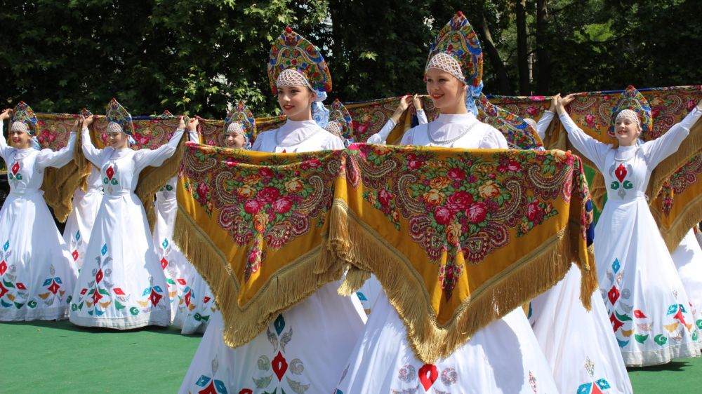 В республиканском Дворце детского и юношеского творчества прошли торжественные мероприятия, приуроченные ко Дню России