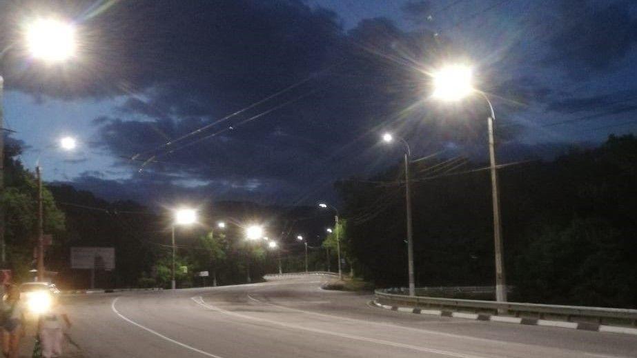 На остановках от Перевального до Ялты установлено освещение