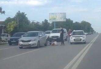В Симферополе сбили перебегавшую дорогу женщину