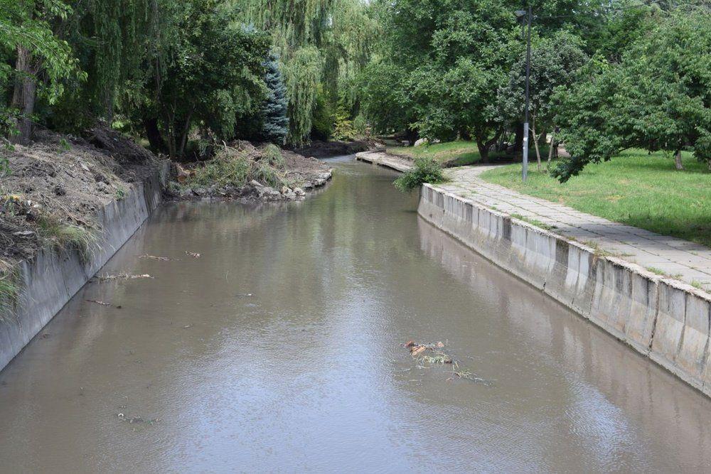 В Симферополе заканчивают чистить один из участков Малого Салгира