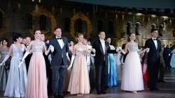 Танцевальные па на Михайловской батарее: видео офицерского бала в Севастополе
