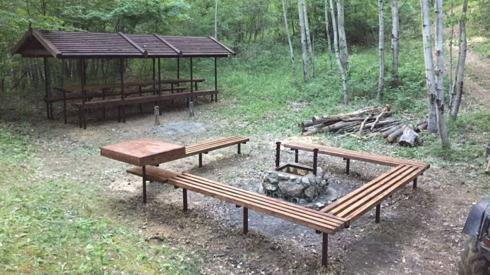 Сотрудниками Алуштинского лесоохотничьего хозяйства проведены работы по благоустройству зон отдыха граждан «Ай-Йори» и «Зеркалка»