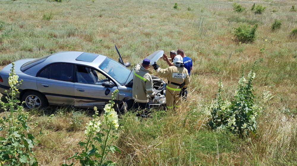 На дороге Судак-Алушта автомобиль выехал за пределы проезжей части и оказался в кювете