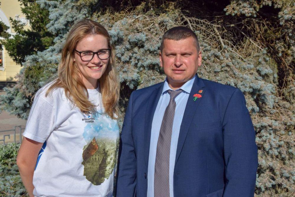 Роман Тихончук принял участие в акции «Красная гвоздика»