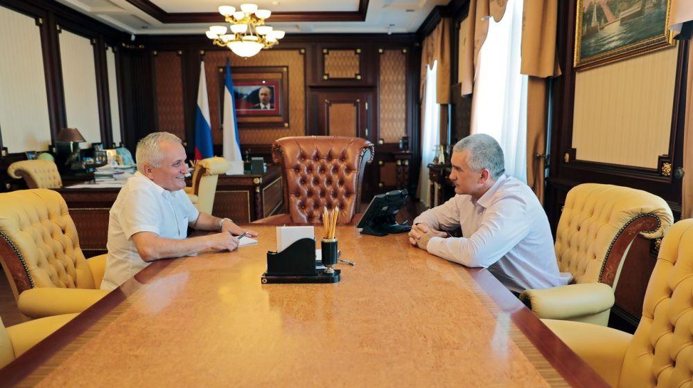 Сергей Аксёнов провёл встречу с главой национально-культурной автономии болгар Крыма Иваном Абажером