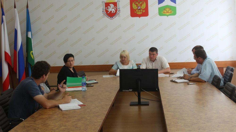 Сергей Махонин и Галина Перелович провели рабочее совещание с руководителями управляющих компаний, осуществляющих деятельность на территории района
