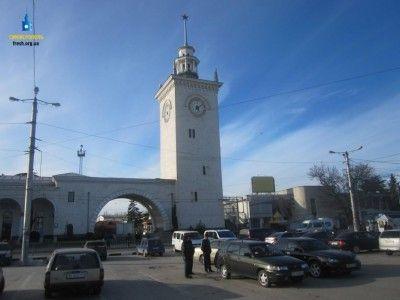 В Симферополе как-то подлатают башню на вокзале