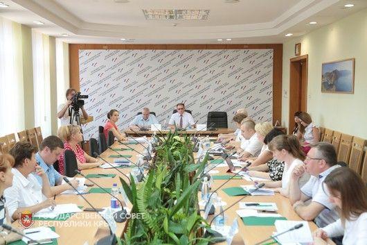 Обеспечение крымчан лекарствами и развитие аптечной сети республики - ключевые темы заседания профильного Комитета