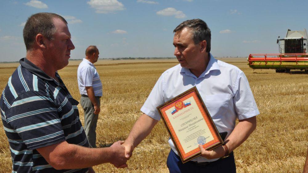 Андрей Рюмшин: С начала уборочной кампании Крым намолотил более 150 тысяч тонн ранних зерновых