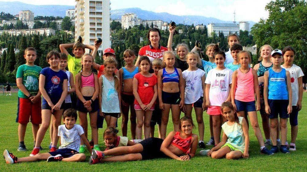 Чемпионка Европы по метанию копья поделилась мастерством с ялтинскими спортсменами