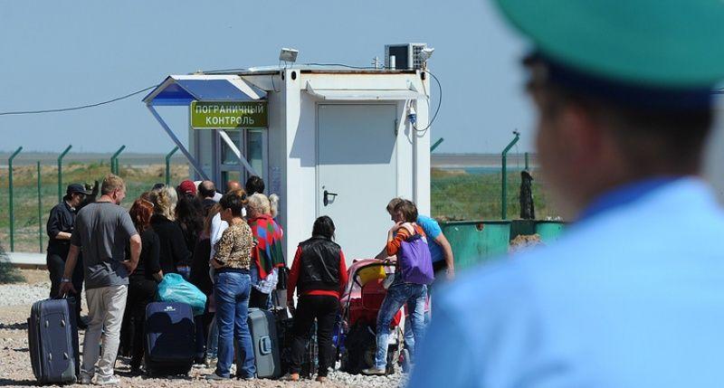 Курортный сезон в разгаре: российские пограничники увеличили пропускную способность на границе Крыма с Украиной