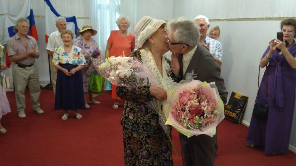 В рамках акции «Стоп-развод!» в Ялте и Белогорском районе проведены юбилеи семейной жизни
